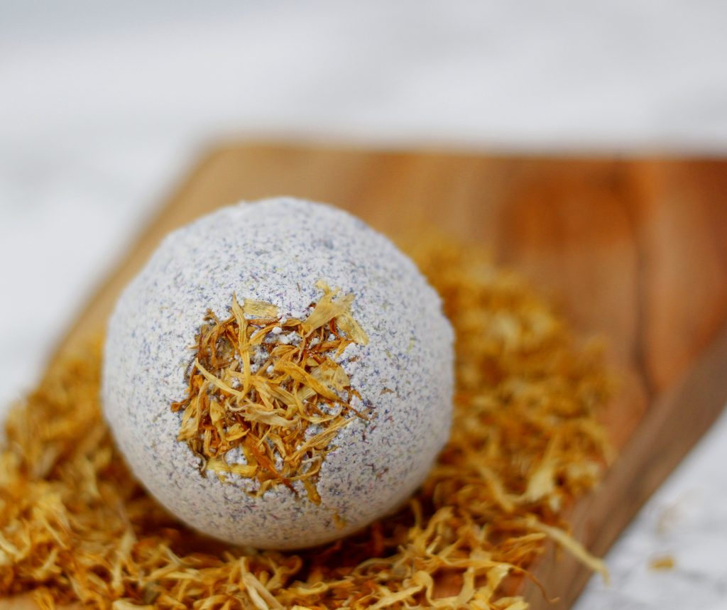 How to make 2 different bath bombs using the same natural ingredients