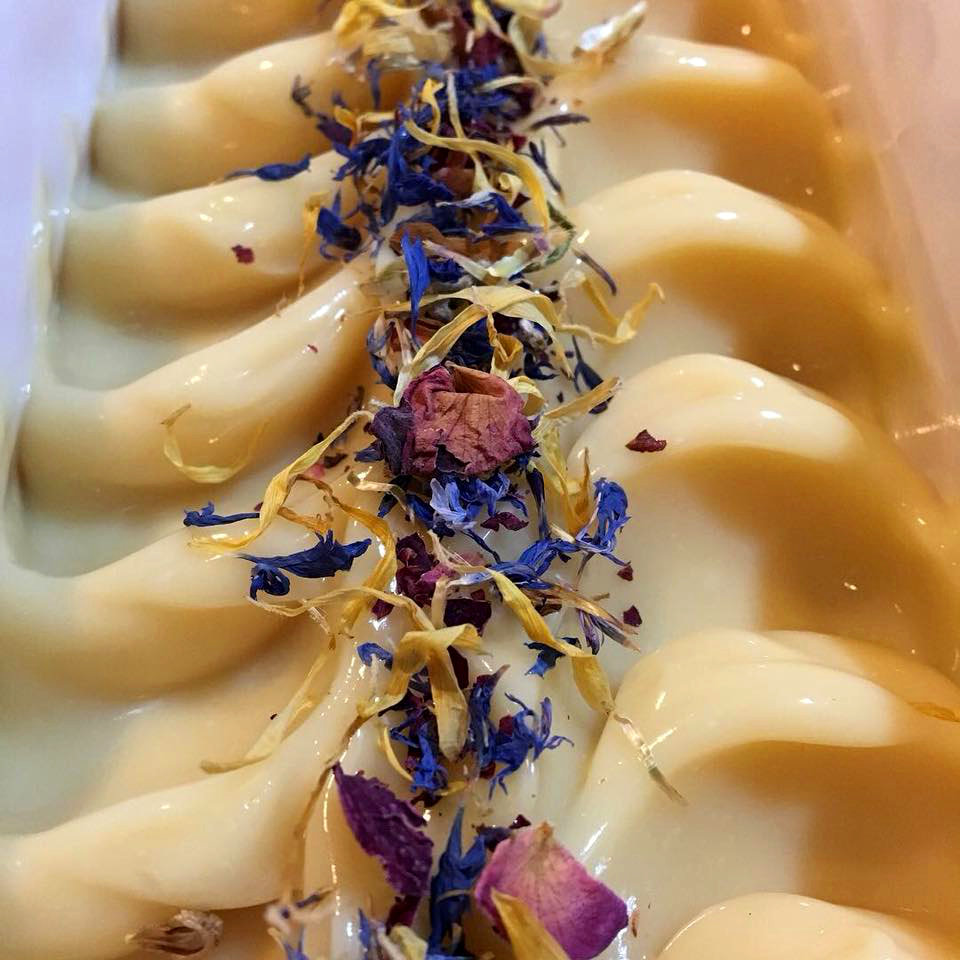 In this interview Tara shares 5 essential oils that are easy to work with in cold process soap making. They can be added to any recipe to create simple blends for your natural, artisan, homemade soap. #coldprocess #handmadesoap #lavender #DIY #essentialoil