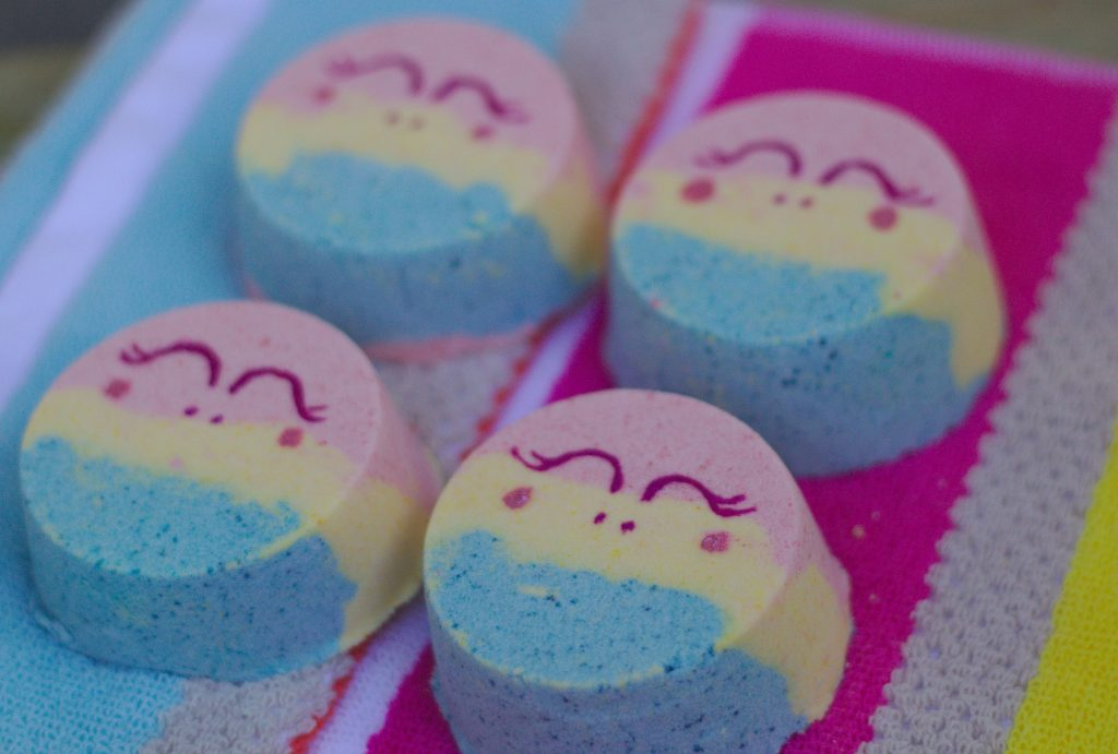 These easy unicorn bath bombs DIY are great craft for kids and teens to make. They're fun and make for a great handmade gift, birthday party favor or birthday party activity. #unicorn #bathbombs #partyfavor