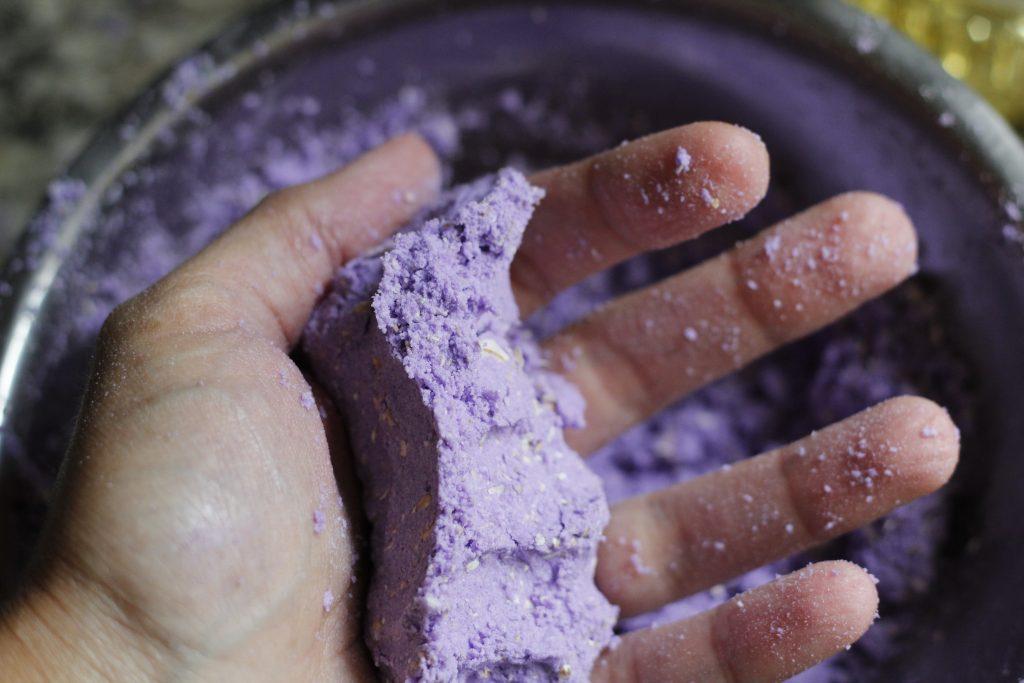 consistency Lavender Oatmeal Cupcake Bath Bomb DIY